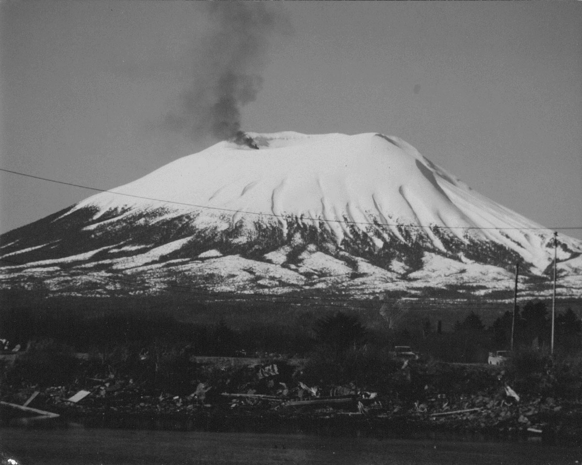 ph041-edgecumbe eruption1
